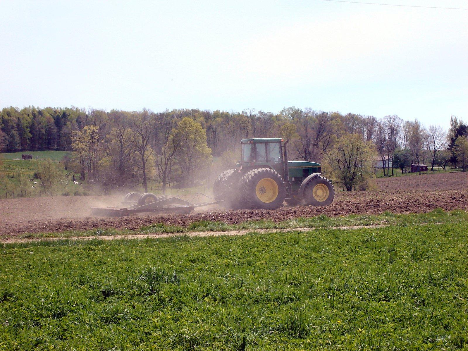 Jak zmniejszyć zużycie paliwa podczas prac w polu?