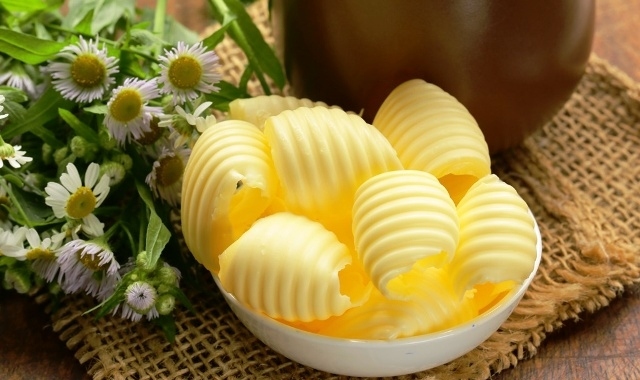 Powolny spadek cen masła
